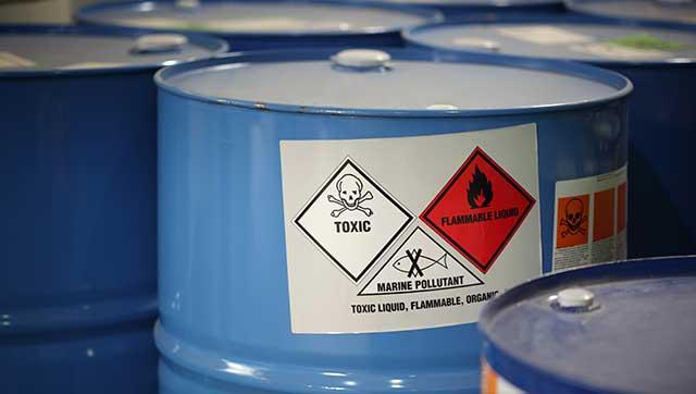 Fässer mit Gefahrstoffen