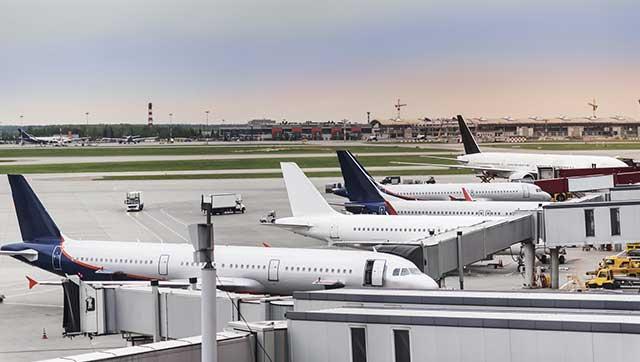 Flugzeuge auf einem Flughafen