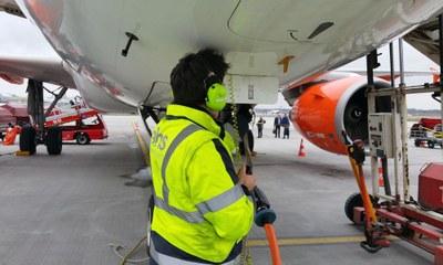 Vorfeld, Abfertigung eines Flugzeugs