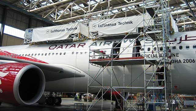 Flugzeug in Hangar