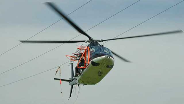 Hubschrauber im Einsatz an Überlandleitungen