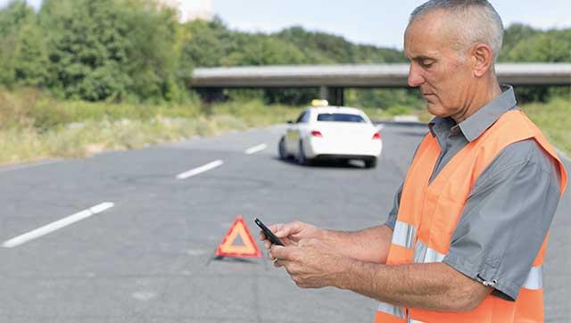 Taxifahrer fordert bei Panne Hilfe an