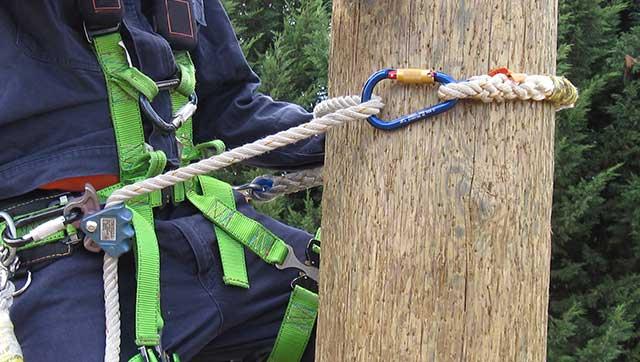 Besteigung von Holzmast