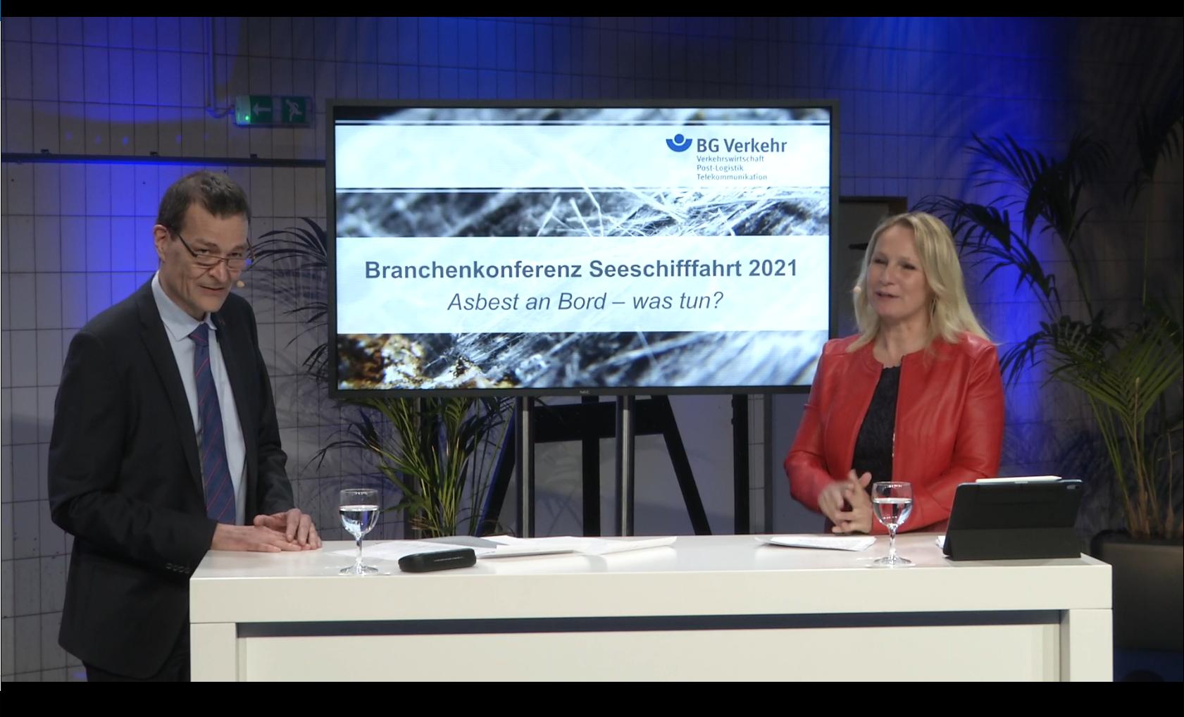 Martin Küppers und Moderatorin Katrin Degenhardt im Studio der Branchenkonferenz