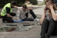 Schockierte Fahrerin an Unfallort