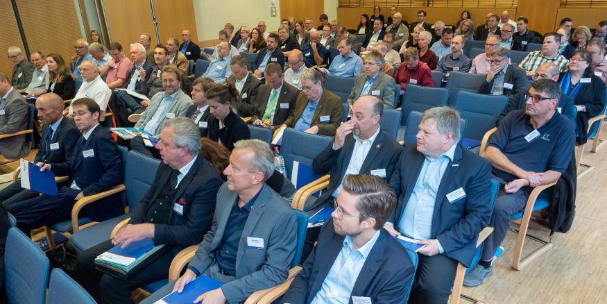 """Publikum auf der Branchenkonferenz """"Be- und Entladen - Gefährdungen und Lösungen"""""""