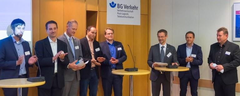 """Gruppenbild Referenten auf der Branchenkonferenz """"Abbiegeunfälle"""""""