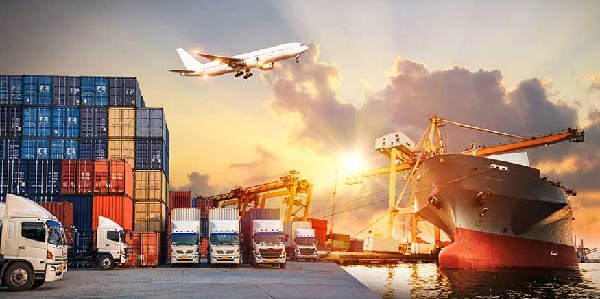 Hafenlogistik mit Lkw, Schiff und Flugzeug