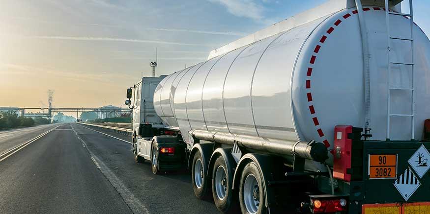 Tankfahrzeug auf Straße