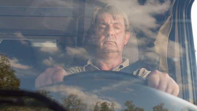 Fahrer mit schläfrigem Blick