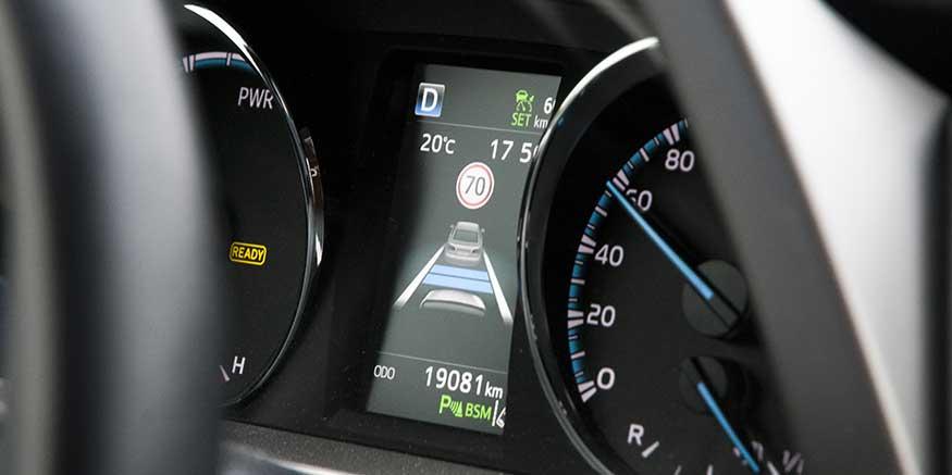 Anzeige der Geschwindigkeitskontrolle im Fahrzeug