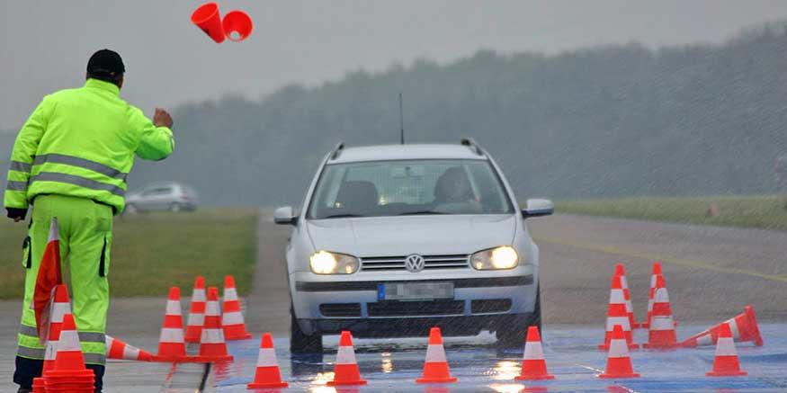 Pkw beim Fahrsicherheitstraining