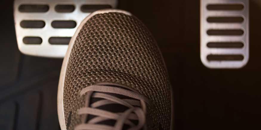 Schuh vor Pedalen