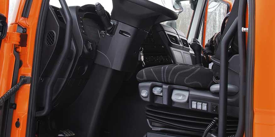 Schwingungsdämpfender Fahrersitz